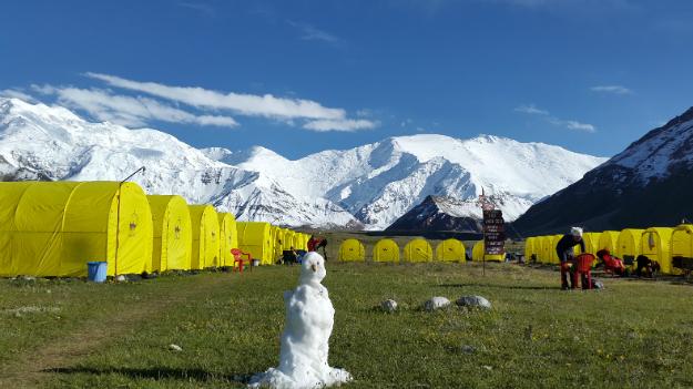Горы Памира. Пик Ленина. Базовый лагерь